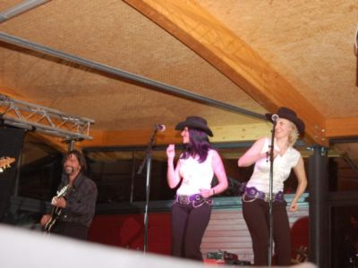 Die Girls tanzten wie wild bei Rusty´s Performance