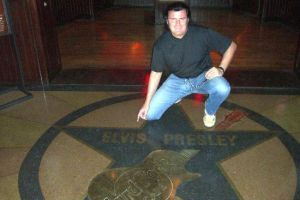 Eingang Hard Rock Cafe in Las Vegas - Elvis is everywhere.jpg